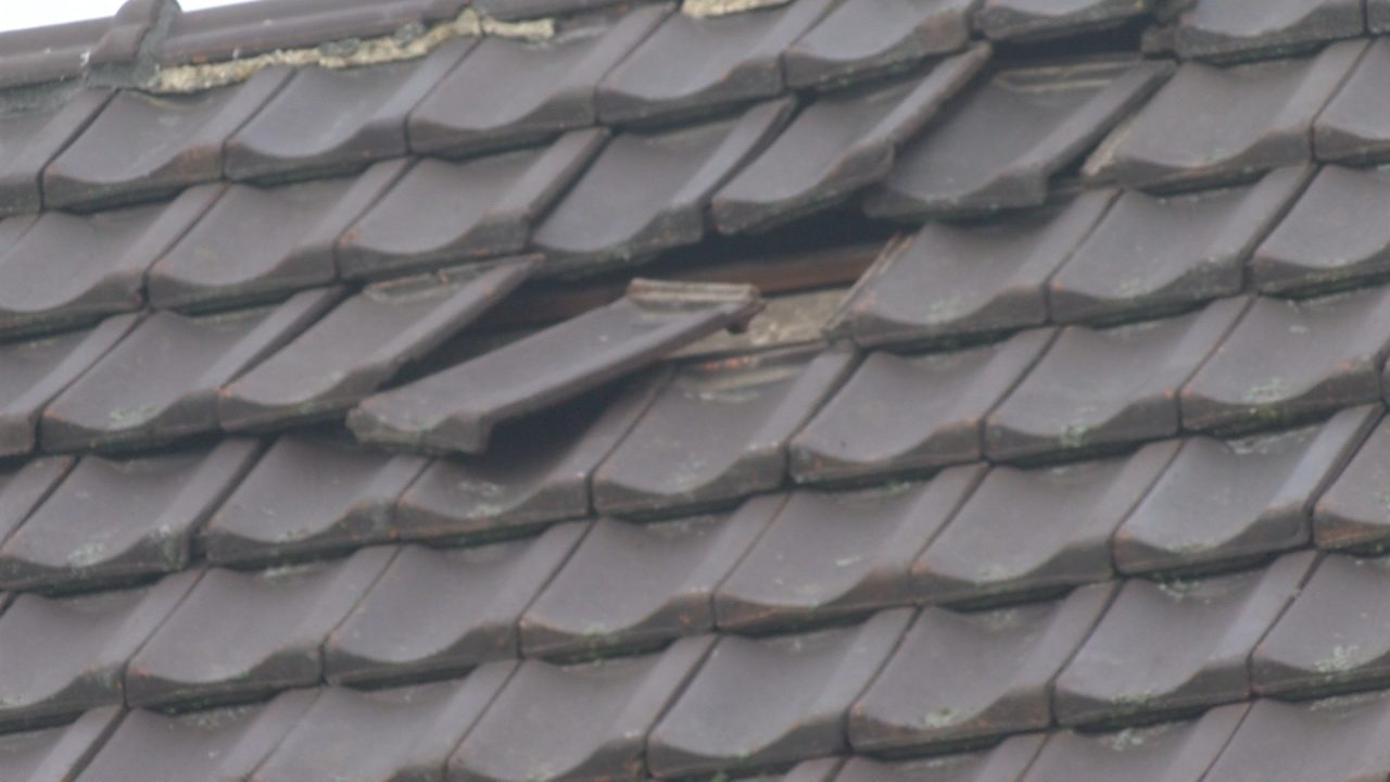 Oplossing afwaaiende dakpannen blijft moeilijk
