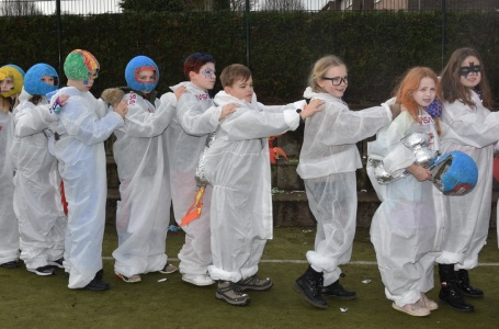 BS Franciscus opent carnaval  in Bunde