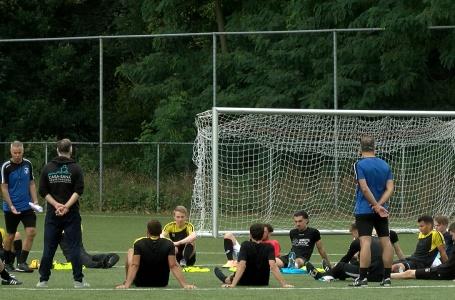 Eerste elftal SV Meerssen weer aan de slag