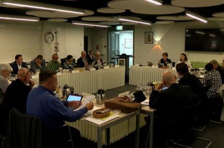 Commotie over vergadertechnieken tijdens raadsvergadering