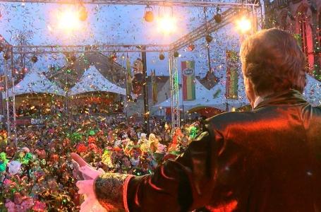 Streep door grote carnavals evenementen