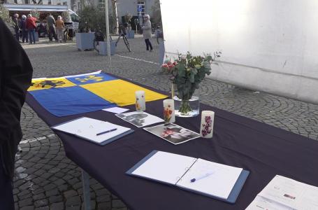 Condoleance tijdens weekmarkt voor oud-burgemeester Mans