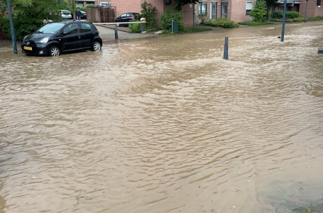 Straten lopen onder water door noodweer
