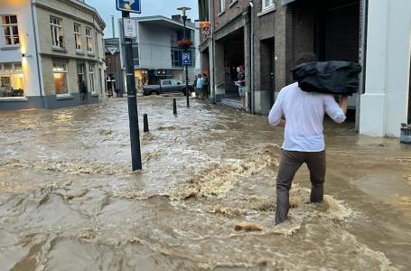 Centrum opnieuw een kolkende rivier