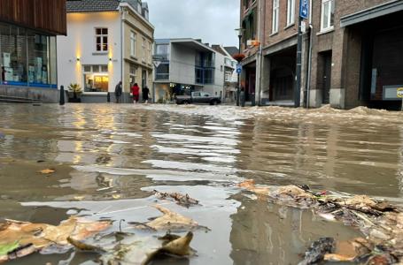 """Ondernemer over wateroverlast: """"het is niet gemakkelijk wat ons allemaal overkomt"""""""