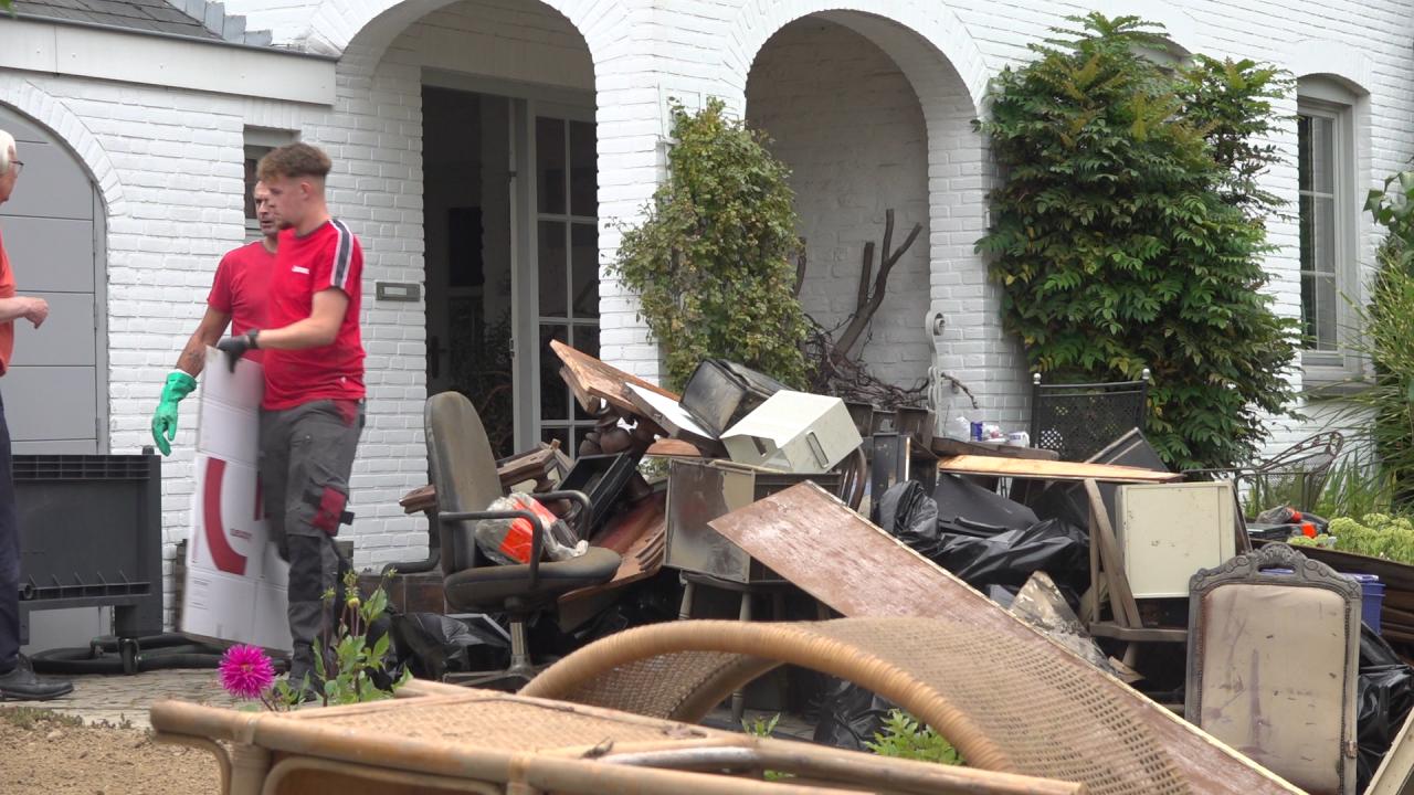 "Inwoners ruimen puin: ""je basis is weg"""