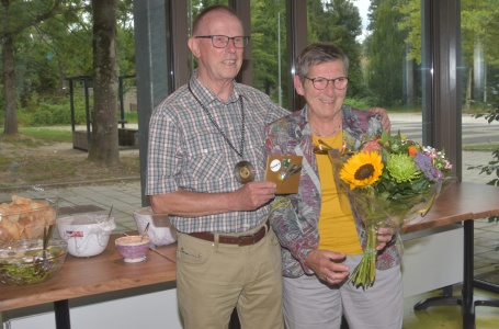 Huldiging jubilaris Badmintonclub BC Smash '69